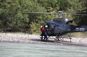 Rettungsschwimmer Nach der Landung mit dem Helikopter