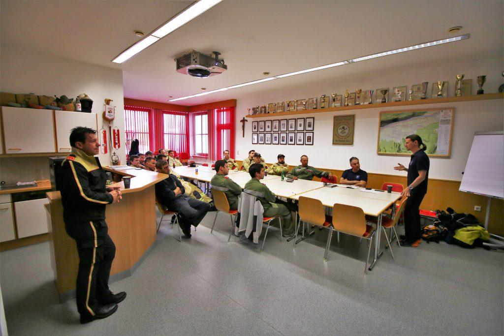Theorieteil bei Wildwasserschulung in Rietz. ©Florian Auer