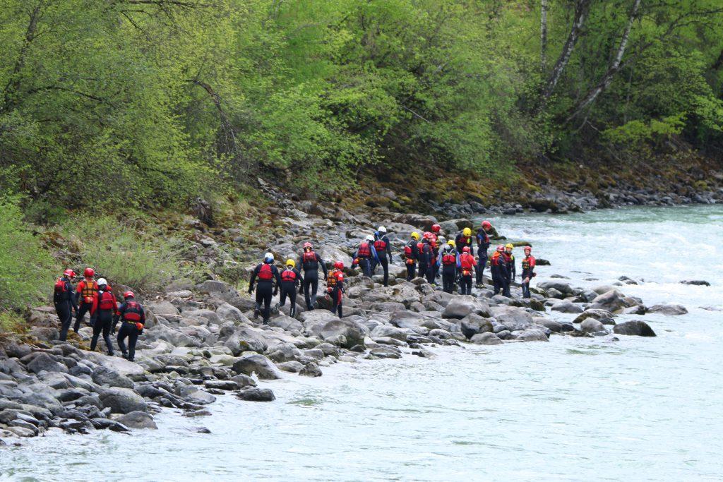 Wildwasserschulung Gruppe in Roppen. ©Florian Auer