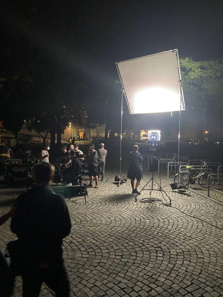 Set einer ORF Produktion mit zwei Statisten aus der FF Wilten